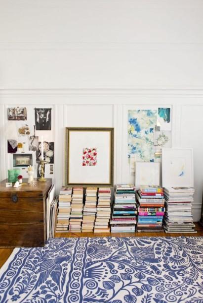 στοίβα βιβλίων πάτωμα