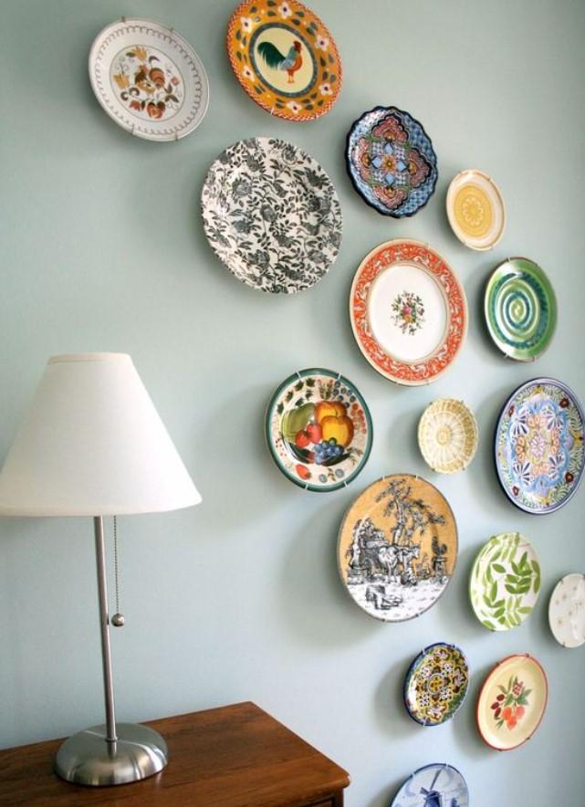 διακόσμηση με πιάτα στο τοίχο