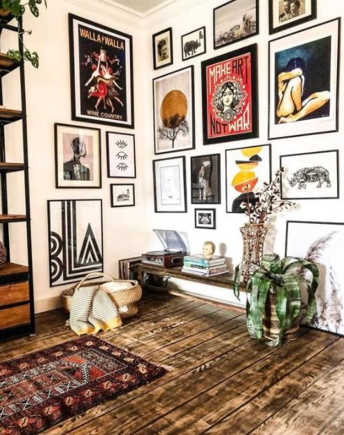 gallery wall ξύλινο πάτωμα