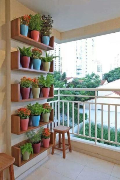 ράφια γλάστρες μπαλκόνι