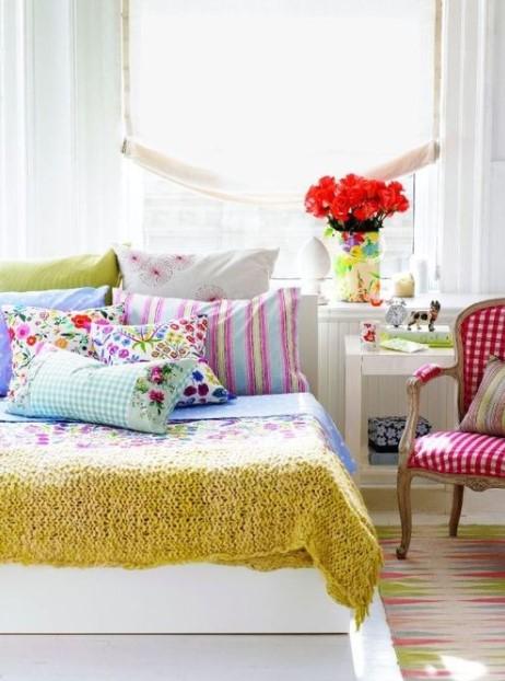 κρεβάτι πολύχρωμα υφάσματα