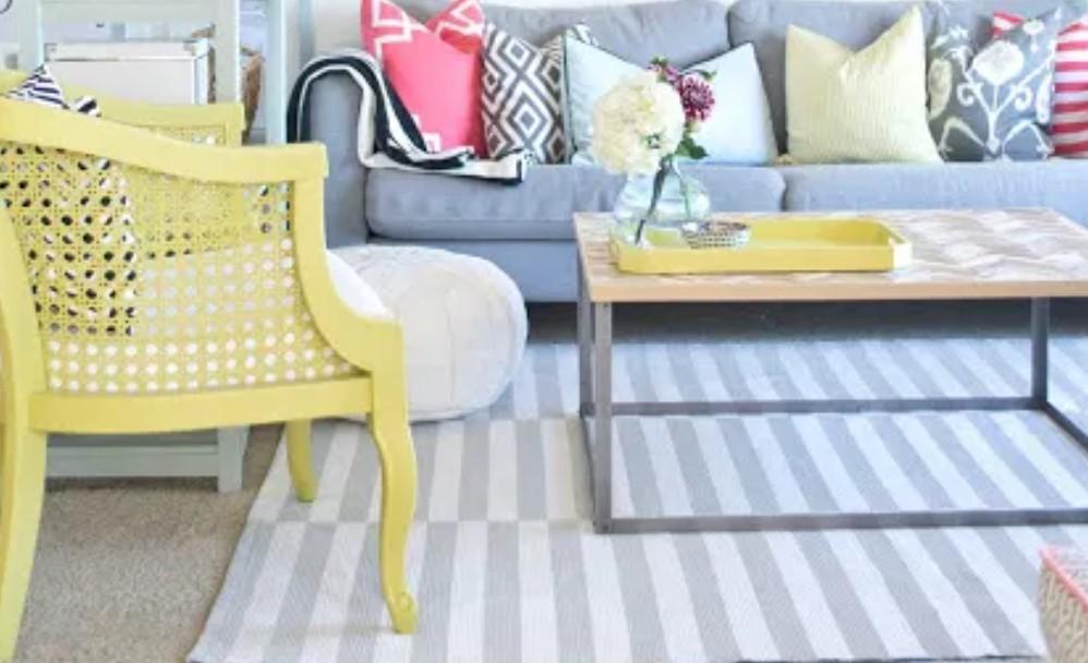 κίτρινη πολυθρόνα σαλονιού παστέλ διακόσμηση σπιτιού