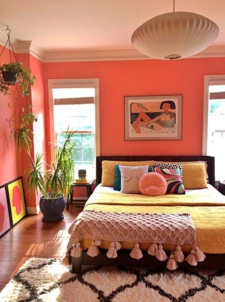 υπνοδωμάτιο ροζ τοίχοι χρωματιστό κρεβάτι