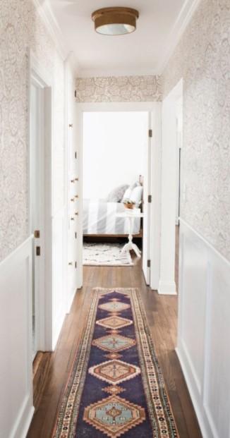 διάδρομος μπεζ ταπετσαρία διακοσμήσεις διάδρομο
