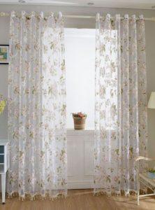 Διάφανες κουρτίνες με λευκά λουλούδια