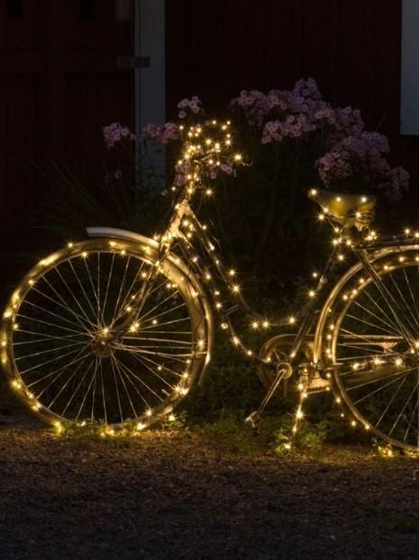 φωτισμένο ποδήλατο κήπο παλιά αντικείμενα