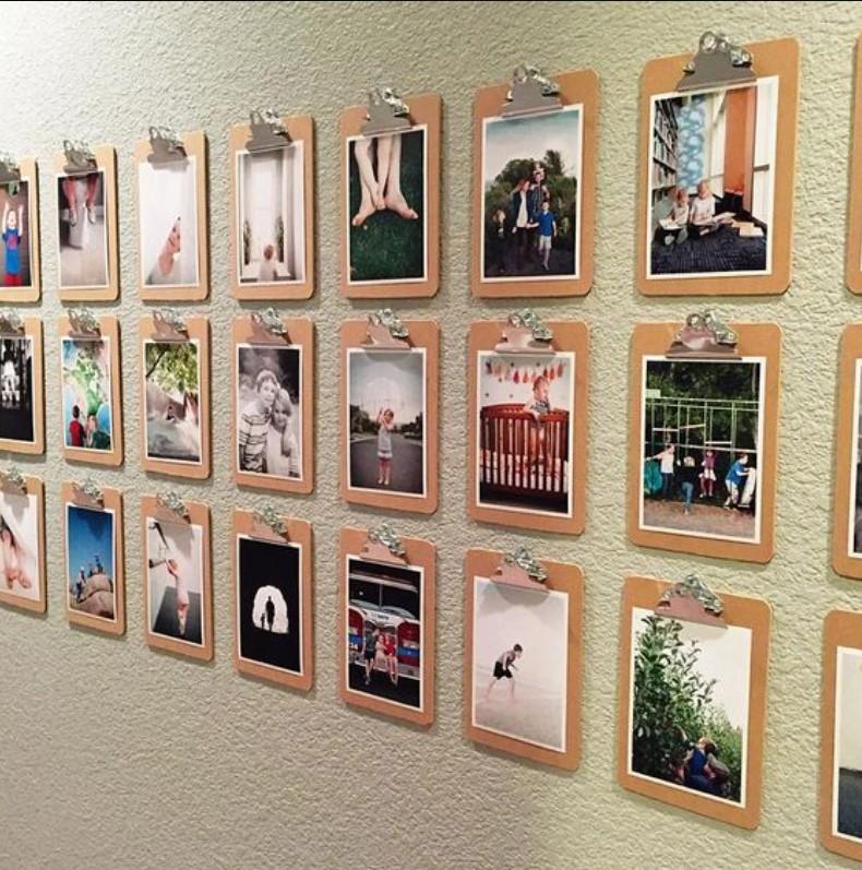 gallery wall με φωτογραφίες