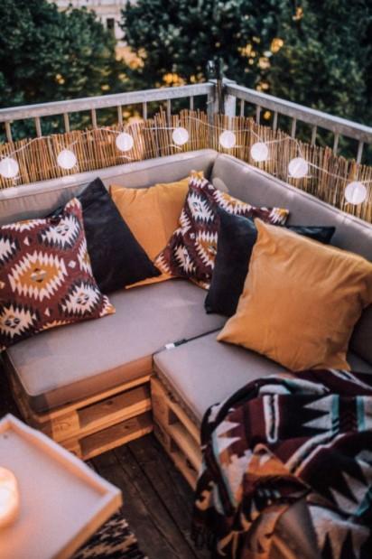καναπές μπαλκονιού μαξιλάρια διακοσμητικά μπαλκόνι