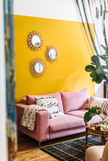 καθρέπτες κίτρινος τοίχος