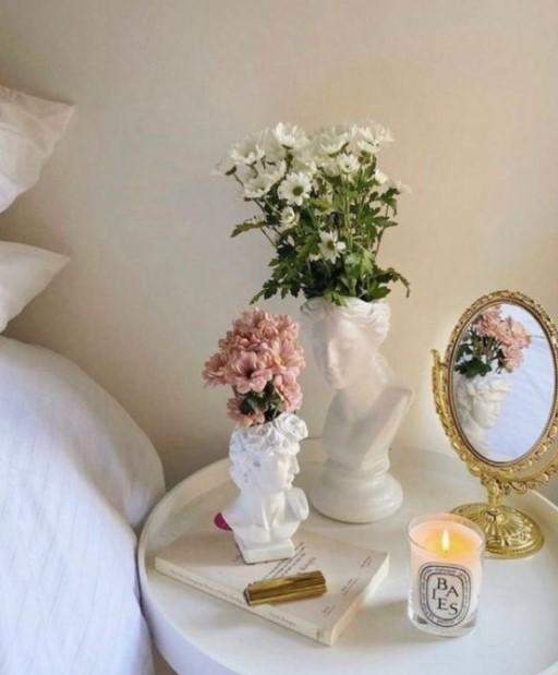 κομοδίνο βάζα άγαλμα καλοκαιρινή διακόσμηση υπνοδωμάτιο