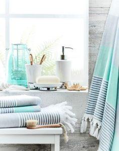 λευκό και γαλάζιο για το μπάνιο