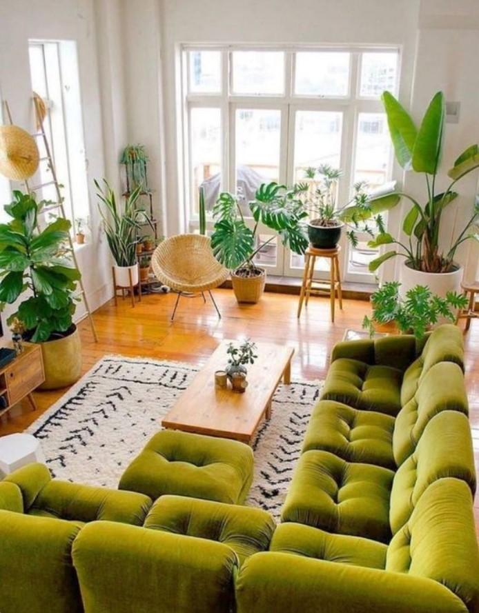 πράσινος καναπές στο σαλόνι