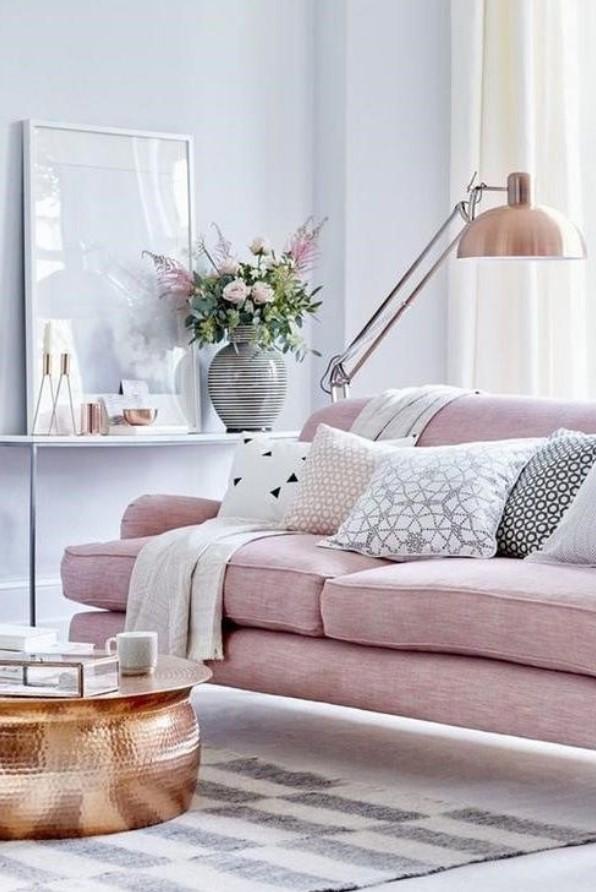 ροζ καναπές