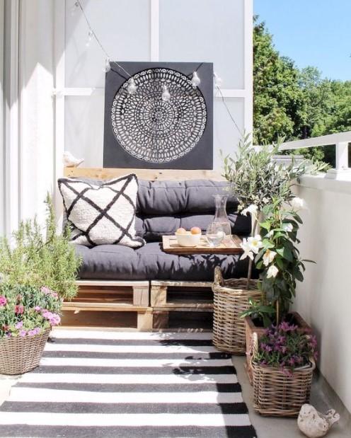 βεράντα καναπές παλέτα φυτά