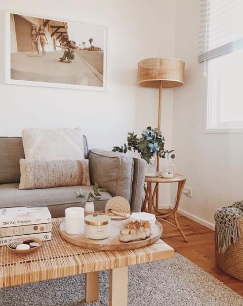 καναπές τραπέζι λάμπα