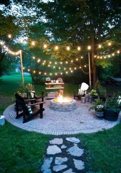 κήπος καρέκλες λαμπάκια διακοσμητικά κήπο