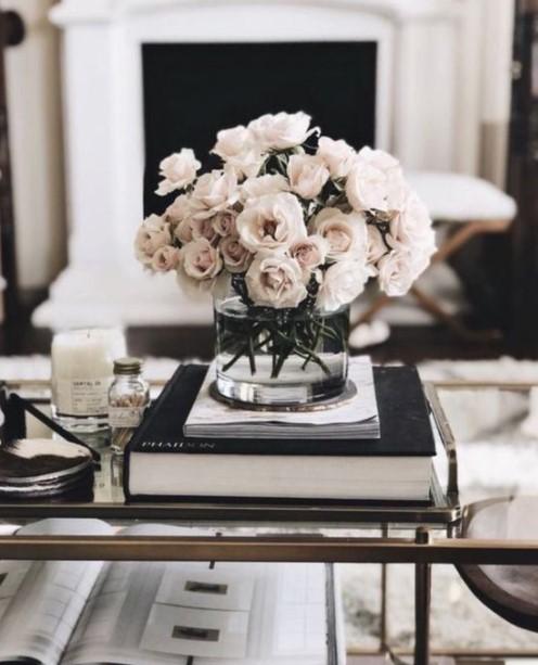 βάζο λουλούδια τραπέζι