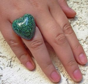 πράσινο δαχτυλίδι με γκλίτερ