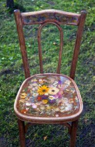 παλιά ξύλινη καρέκλα διακόσμηση