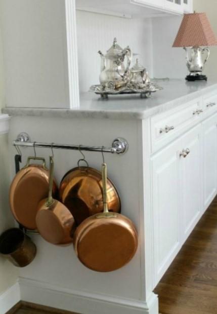 πλαϊνό ντουλαπιού κατσαρόλες τηγάνια