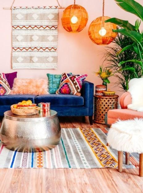 πολύχρωμο σαλόνι εκκεντρικό τραπέζι