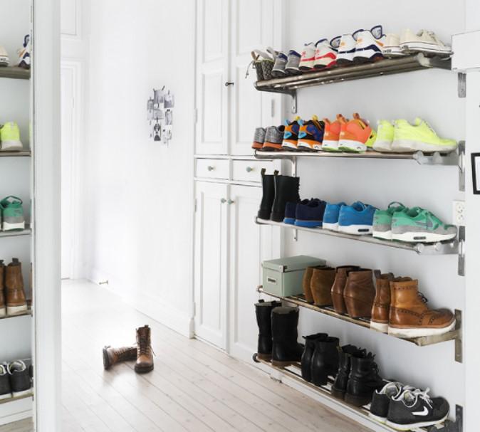 ραφάκια παπουτσιών στον τοίχο