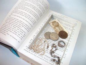 βιβλίο κρυμμένα κοσμήματα λεφτά