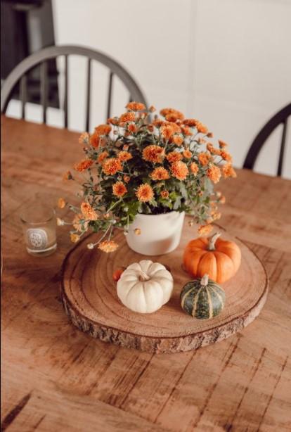 ξύλινος δίσκος πορτοκαλί λουλούδια