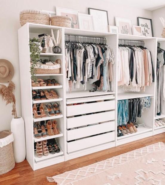 ράφια συρτάρια ρούχα παπούτσια