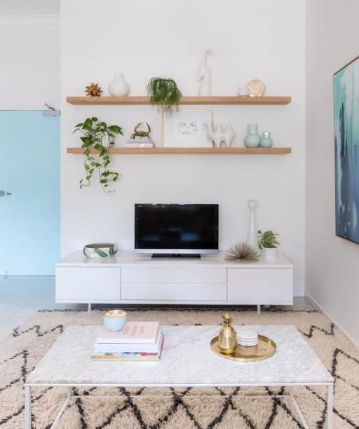ράφια τοίχος τηλεόραση