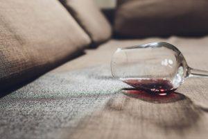 λεκές κρασιού καναπές